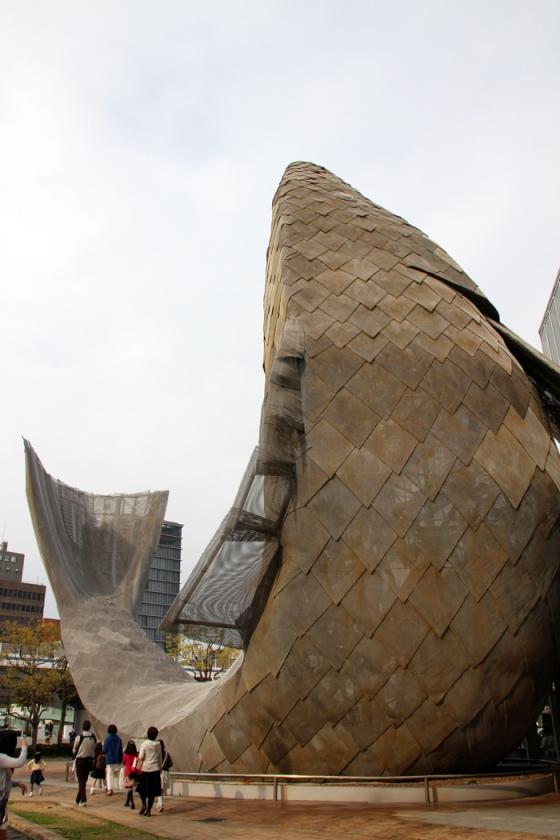 theemmacoastblog.wordpress.com Frank Gehry Fish Kobe